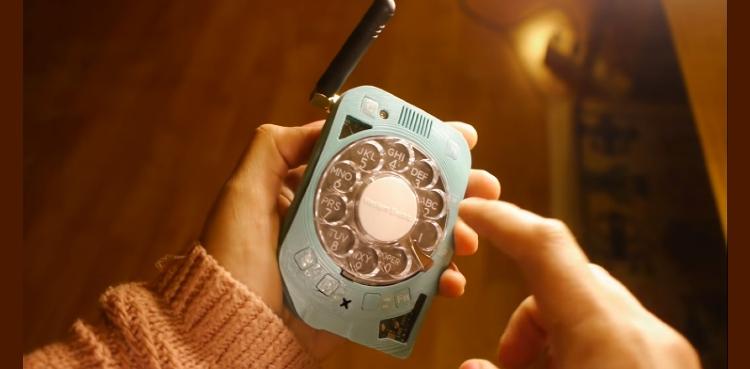 Screen-less mobile phone